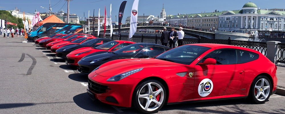 Гала-парад автомобилей Ferrari