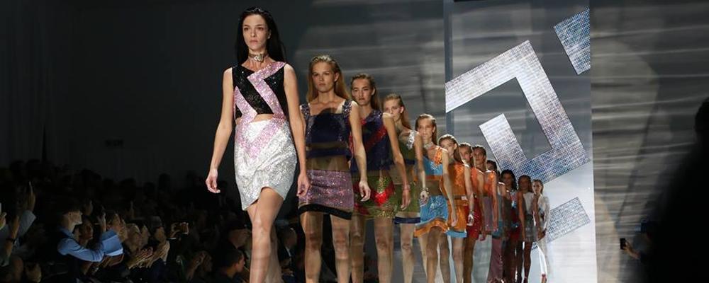 Versace  на Неделе Моды в Милане