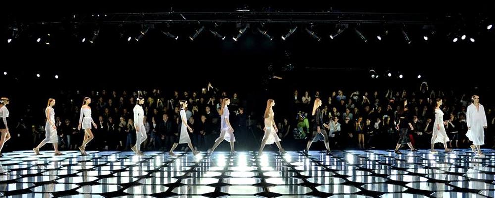 В Париже показана летняя коллекция Balenciaga