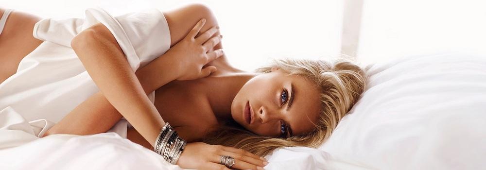 Кара Делевинь  в рекламной кампании ювелирного бренда John Hardy