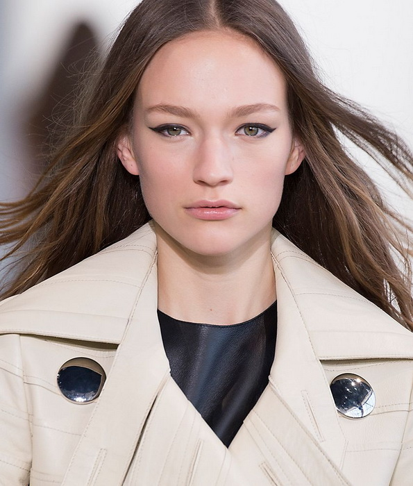 Модель София Аренс на показах Недели моды в Нью-Йорке