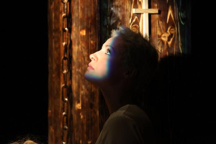 Московский «Театр ЖИВ» представляет спектакль «Елизавета, Мария и проч.»